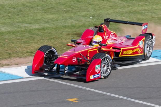 Nelson Piquet junior konnte am Ausgang der Kurve sein Auto gerade noch abfangen. (Foto: Werner Pluta/Golem.de)