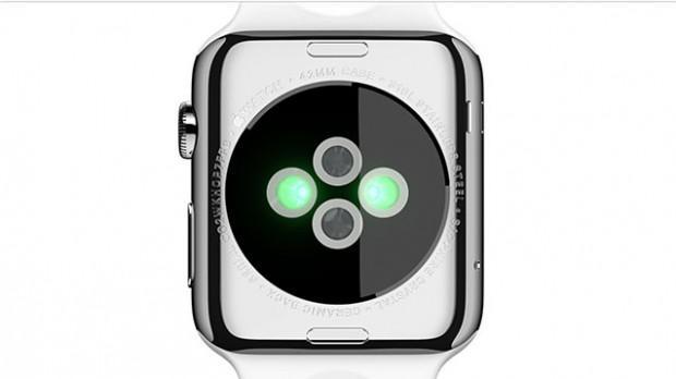 Sensoren auf der Innenseite fühlen unter anderem den Puls. Zudem dockt hier das induktive Ladekabel an. (Bild: Apple)