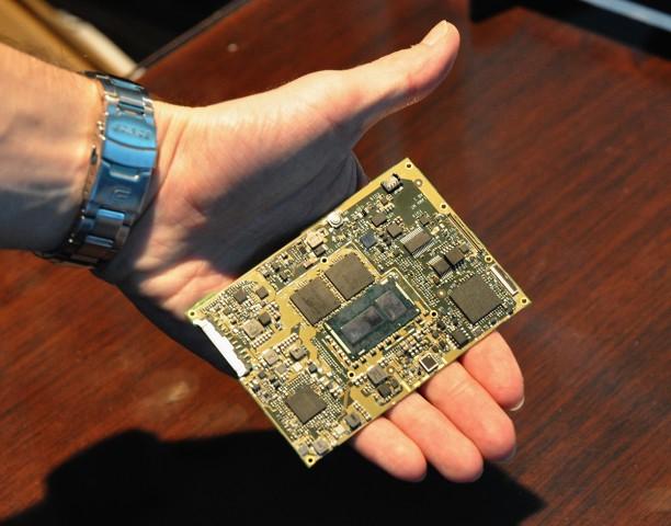 Core M mit Chipsatz und LPDDR3-Speicher (Foto: Nico Ernst)