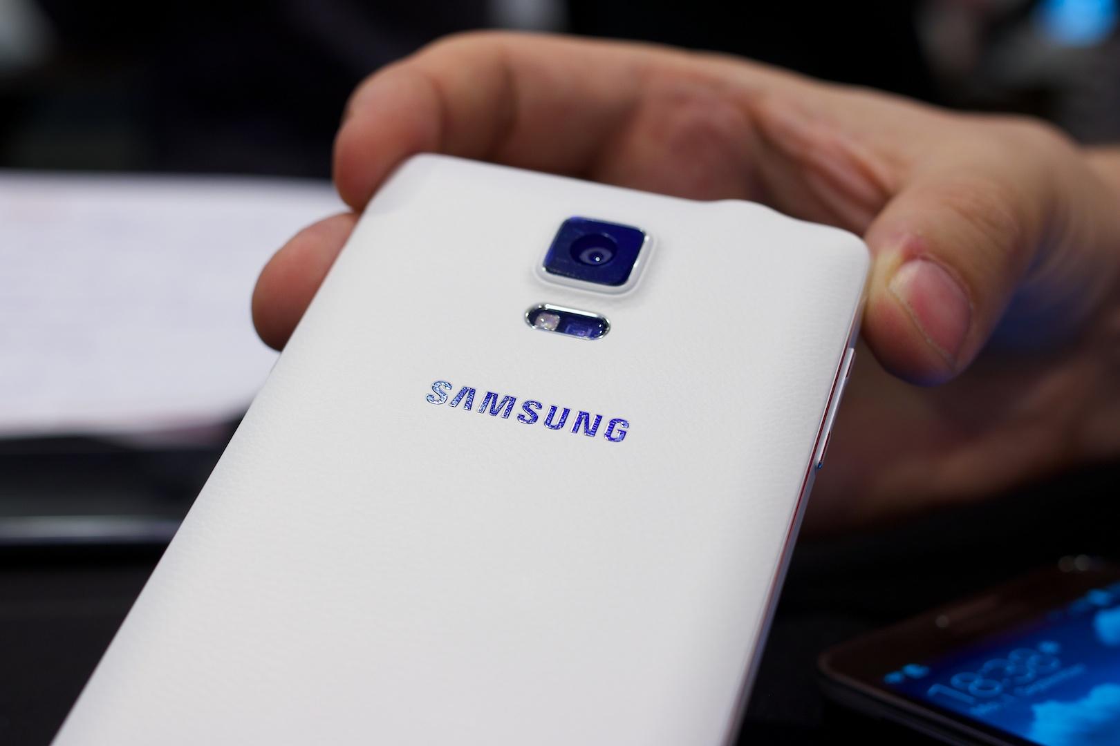 Markteinführung verzögert sich: Samsung bringt Galaxy Note 4 später - Die Kamera hat jetzt wie die des Galaxy S5 16 Megapixel. (Bild: Michael Wieczorek/Golem.de)