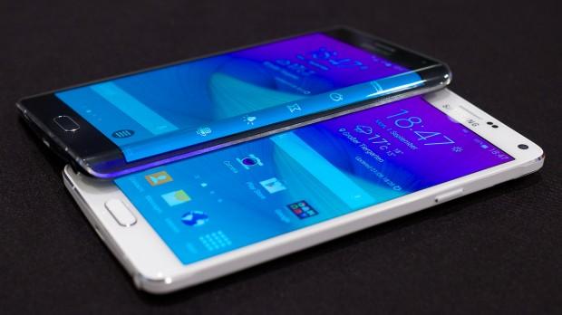 Das Galaxy Note 4 und das Galaxy Note Edge (Bild: Michael Wieczorek/Golem.de)