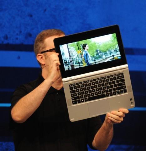 Intels Referenz-Notebook mit Skylake lässt sich wie Lenovos Yoga ganz aufklappen. (Fotos: Nico Ernst)