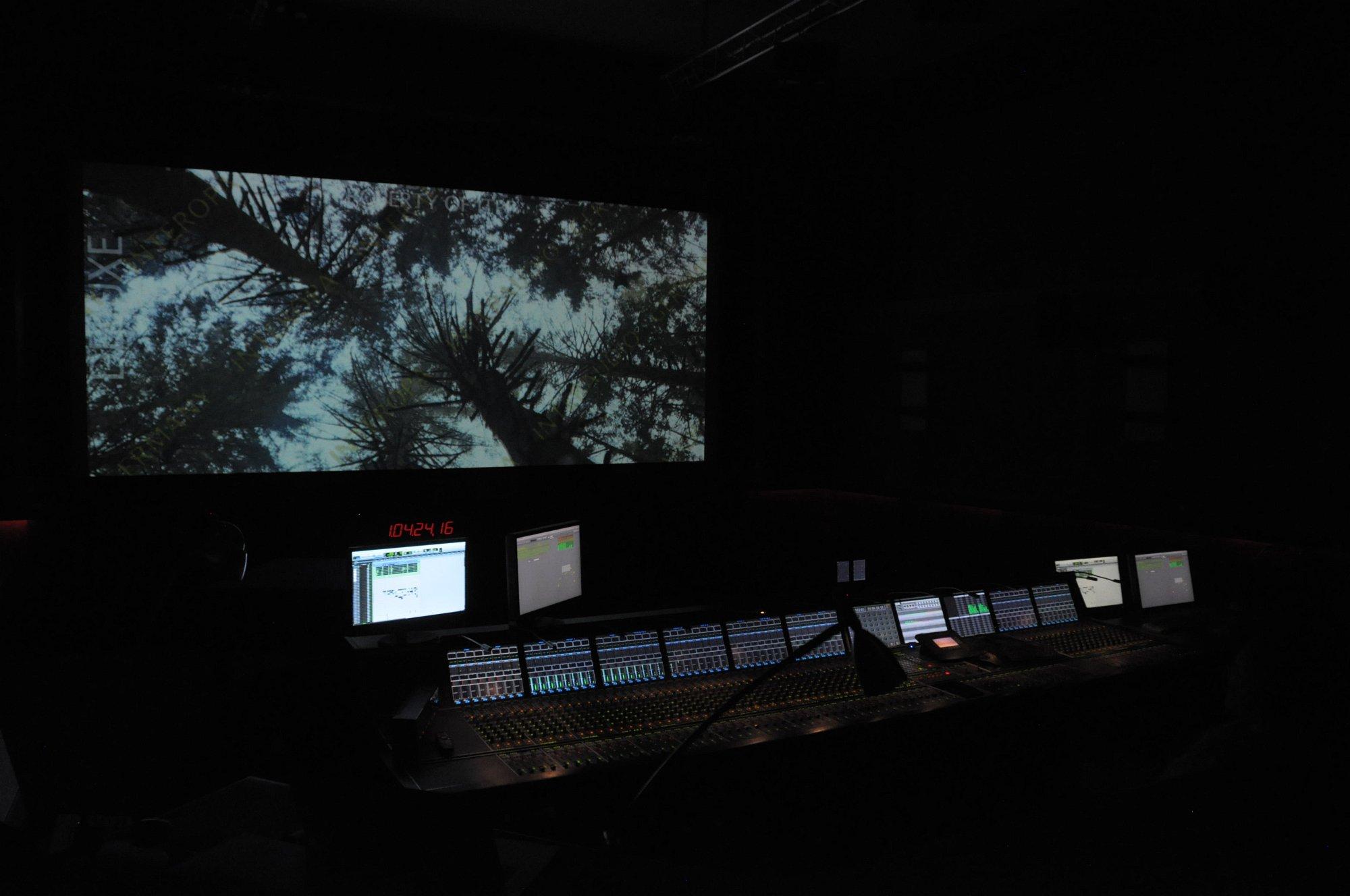 Dolby Atmos Probe gehört: Klang aus der Decke kommt fürs Heimkino - Dolby Atmos im Tonstudio (Foto: Andreas Sebayang/Golem.de)