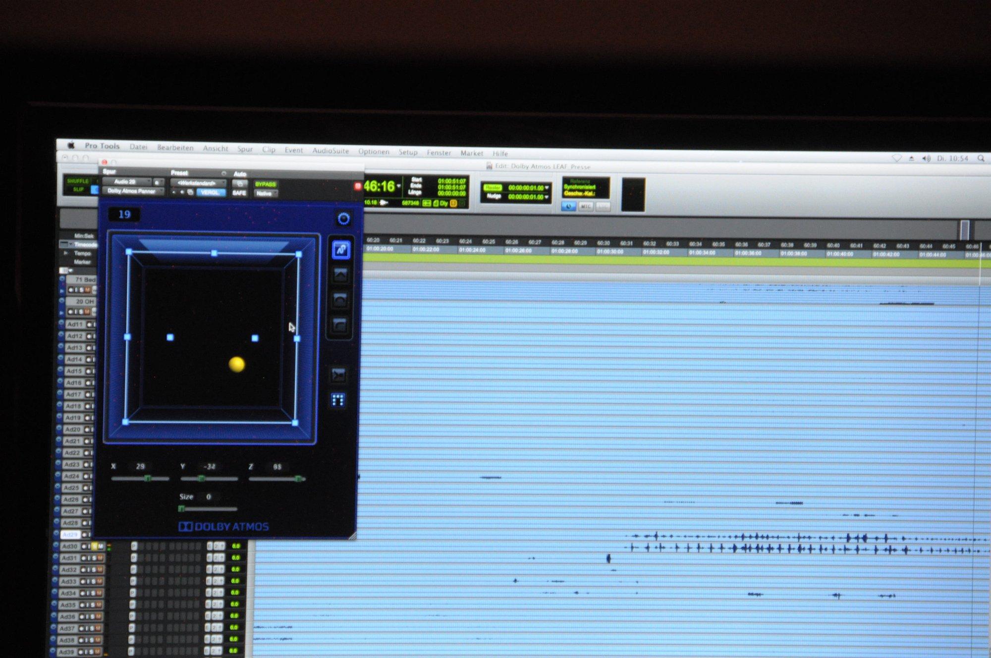 Dolby Atmos Probe gehört: Klang aus der Decke kommt fürs Heimkino - ...zwischen den Lautsprechern bewegt. (Foto: Andreas Sebayang/Golem.de)