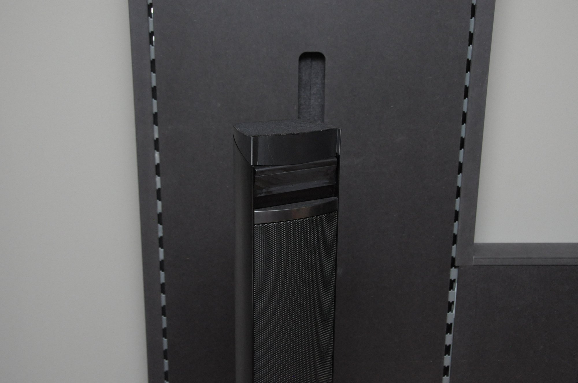 Dolby Atmos Probe gehört: Klang aus der Decke kommt fürs Heimkino - Noch ein Prototyp... (Foto: Andreas Sebayang/Golem.de)