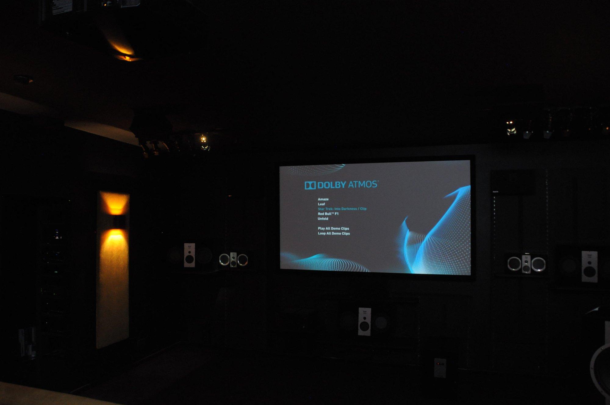 Dolby Atmos Probe gehört: Klang aus der Decke kommt fürs Heimkino - In diesem dunklen Raum... (Foto: Andreas Sebayang/Golem.de)