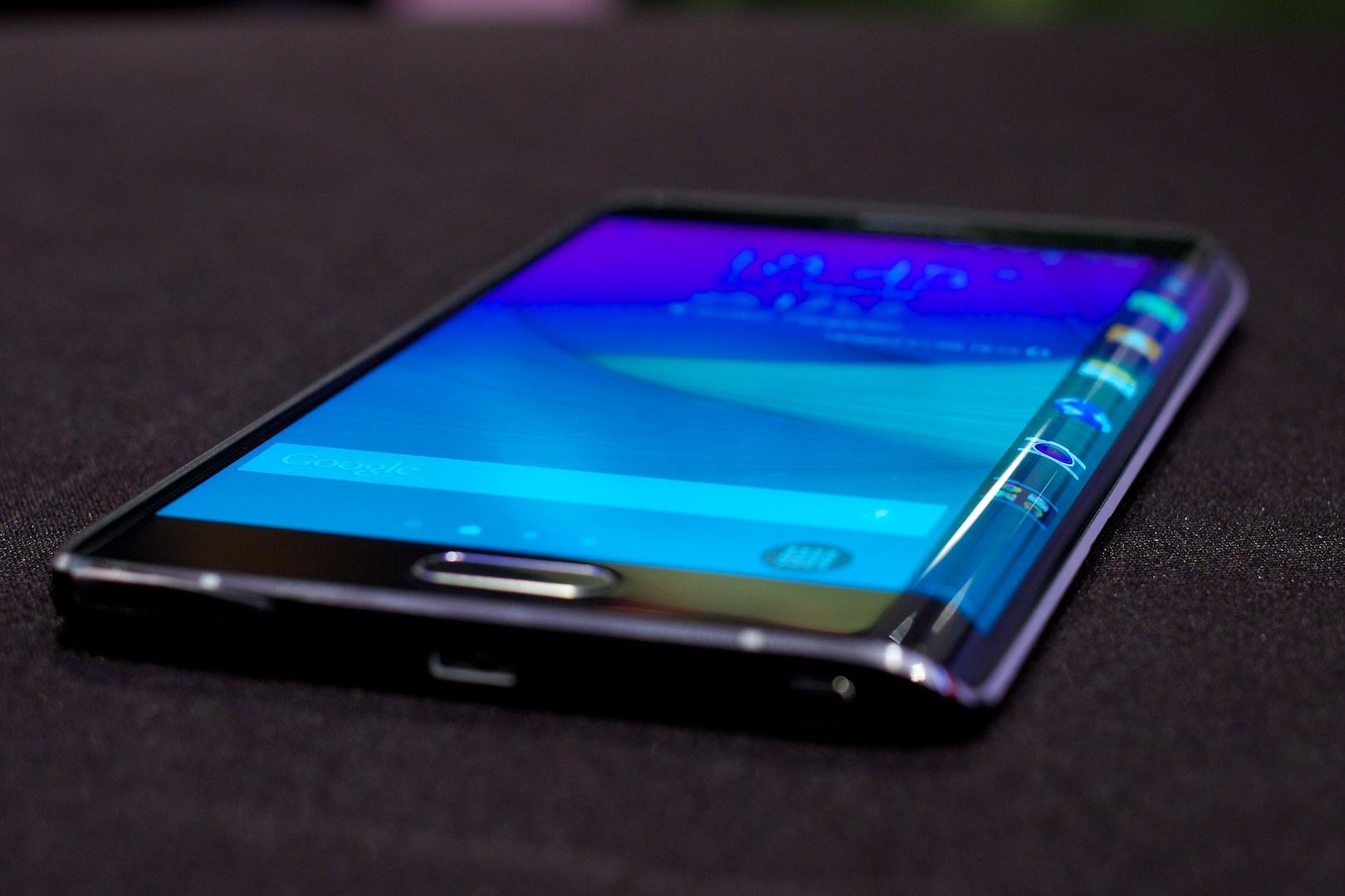 Galaxy Note Edge im Hands On: Das erste Smartphone mit sinnvoll gebogenem Display -