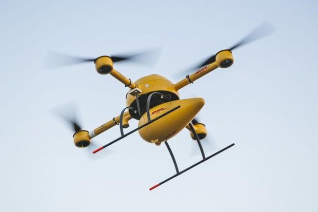 Der DHL-Paketkopter 2.0 im Anflug: Das UAV basiert auf dem MD-4000 von Microdrones. (Foto: Nikolai Wolff, Fotoetage/DHL/Microdrones)