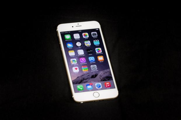 Das neue iPhone 6 Plus ist mit 5,5 Zoll noch ein gutes Stück größer. (Bild: Tobias Költzsch/Golem.de)