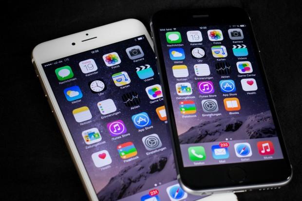 Die Displays der beiden neuen iPhones im Vergleich (Bild: Tobias Költzsch/Golem.de)