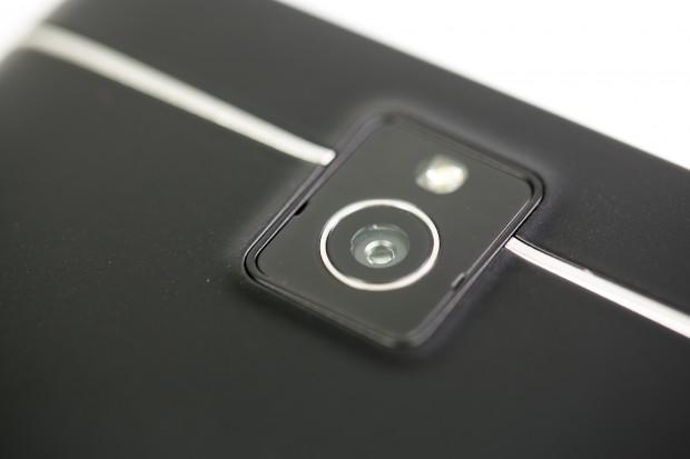 Die Kamera hat 13 Megapixel und macht durchschnittliche Aufnahmen.