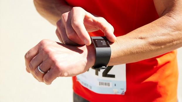 Fitbit Surge (Bild: Fitbit)