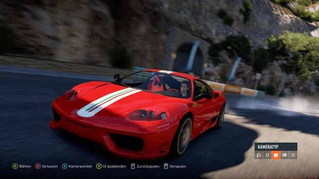 Die Wiederholungen bieten verschiedene Kamerawinkel, aber kein automatisch geschnittenes Replay wie in Gran Turismo.