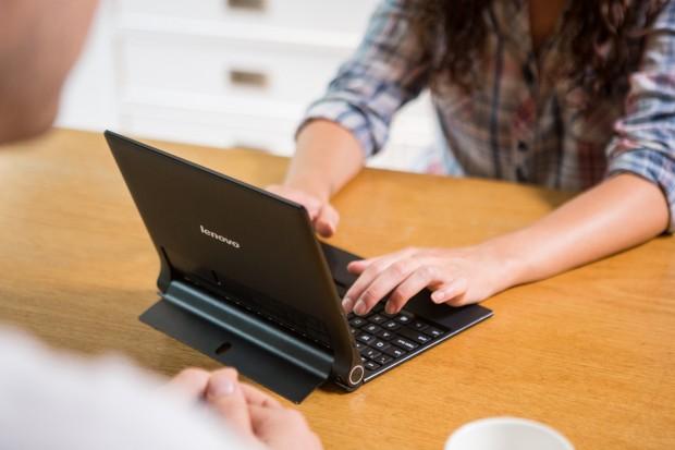 Yoga Tablet 2 10 Zoll mit Windows 8.1 with Bing und Tastatur-Cover (Bild: Lenovo)