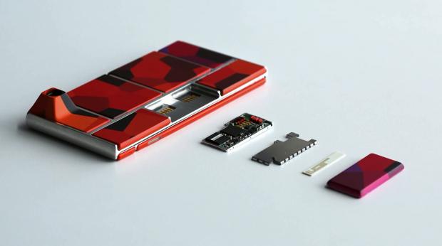 Project Ara - Prototyp eines modularen Smartphones mit einem herausgenommenem Modul (Bild: Google)