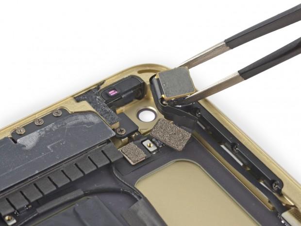 Die iSight-Kamera im iPad Air 2 ist kleiner als im iPhone 6. (Bild: iFixit)