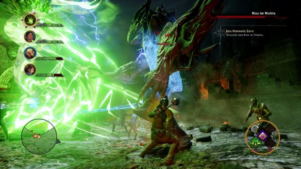 Aus einem grünen Riss ist ein riesiger Dämon geklettert (PS4). (Screenshot: Golem.de)