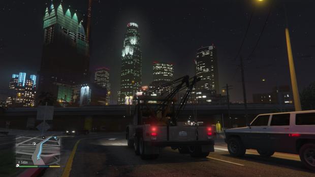 Die Skyline von Downtown Los Santos wirkt bei Nacht besonders imposant. (Screenshot: Golem.de)