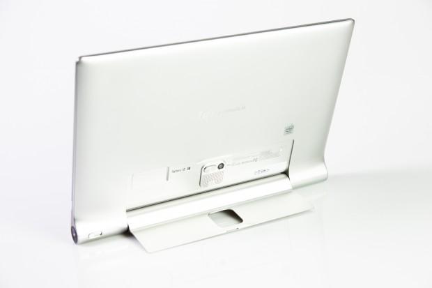 Auch das neue Yoga-Tablet hat wieder einen Klappfuß, der sich um 180 Grad drehen lässt. (Bild: Tobias Költzsch/Golem.de)