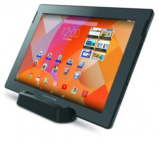 Lifetab S10346 im Tablet-Aufsteller (Bild: Medion)