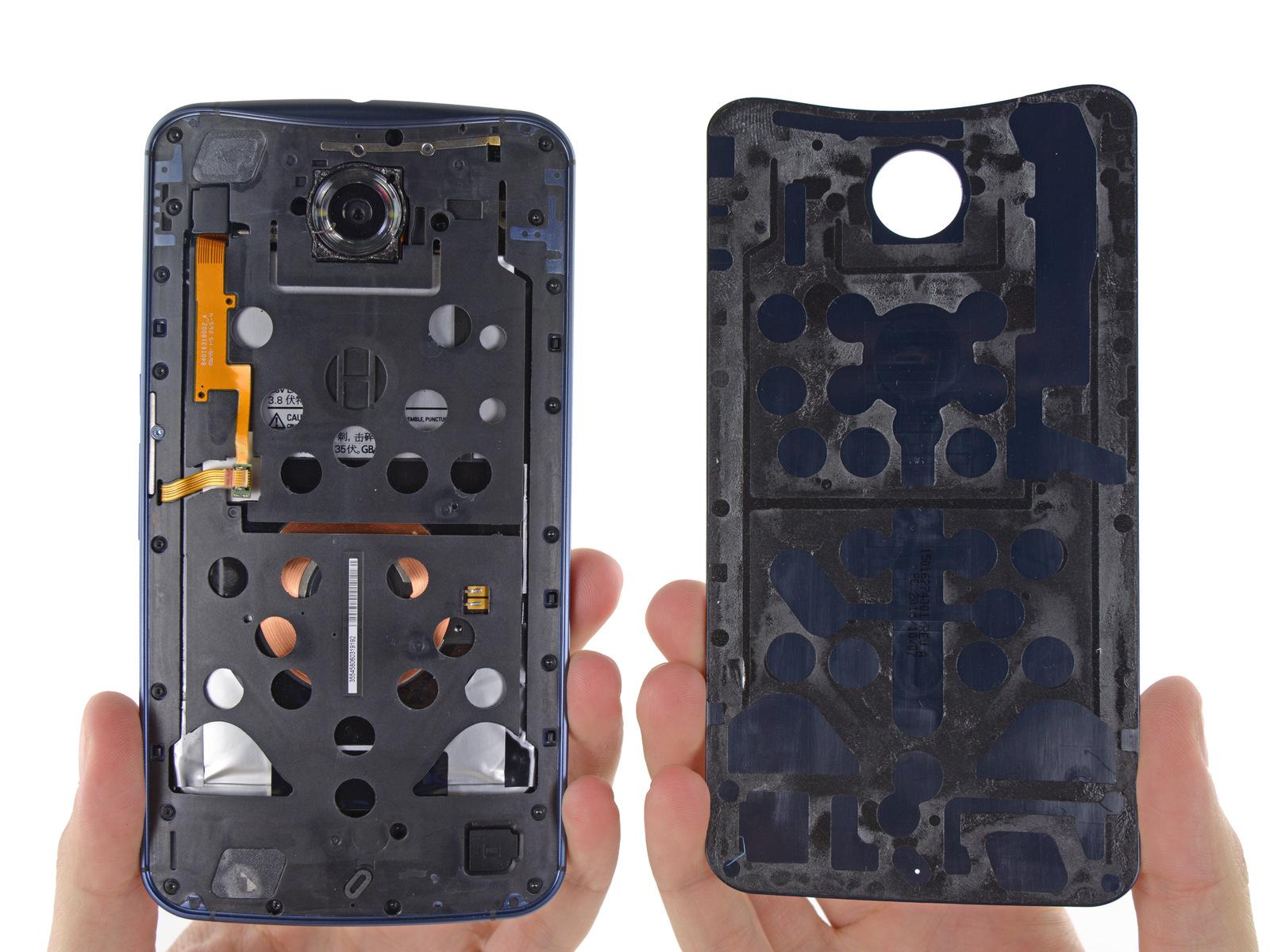 Teardown: Nexus 6 kommt mit wenig Kleber aus - Die Montage des Nexus 6 kommt ohne viel Kleber aus. (Bild: iFixit)