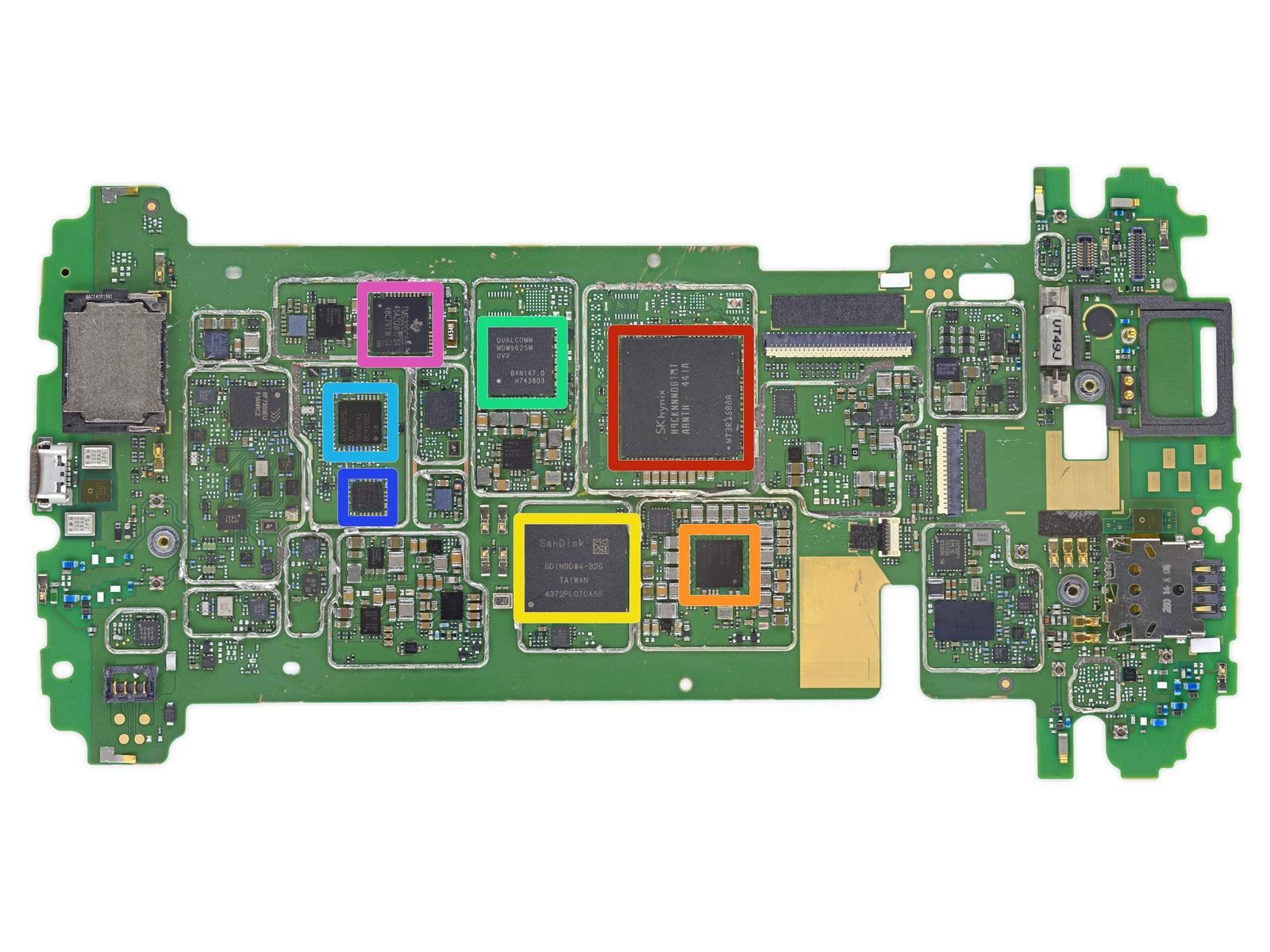 Teardown: Nexus 6 kommt mit wenig Kleber aus - Das Motherboard des Nexus 6 (Bild: iFixit)