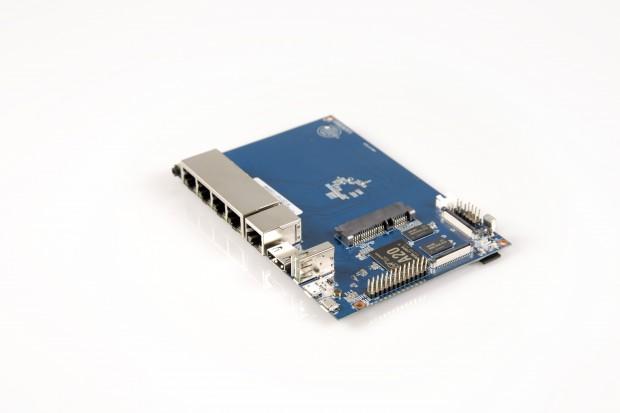 Der Banana Pi Router, kurz: BPI-R1 (Foto: Martin Wolf/Golem.de)