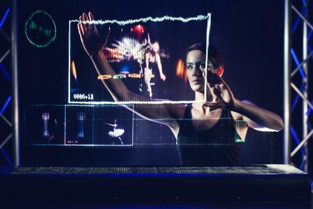 Sensoren nehmen die Bewegungen eines Nutzers auf - das holographische Display wird zum Touchscreen. (Bild: Leia Display System)