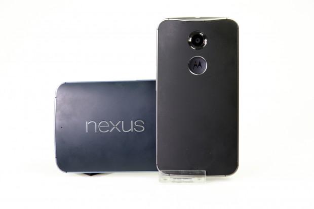 Vom Design her ähneln sich die beiden Smartphones sehr, beide werden von Motorola gebaut. (Bild: Tobias Költzsch/Golem.de)