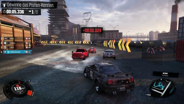 Ein Rennen in einem alten Fabrikgelände, die KI-Fahrer stellen sich ganz okay an. (Screenshot: Golem.de)