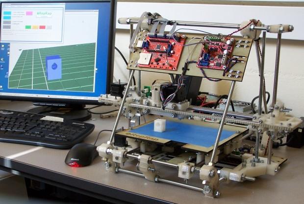 Der Original-Mendel wirkt unelegant im Vergleich mit  dessen Weiterentwicklung... (Foto: Adrian Bowyer/reprap.org)