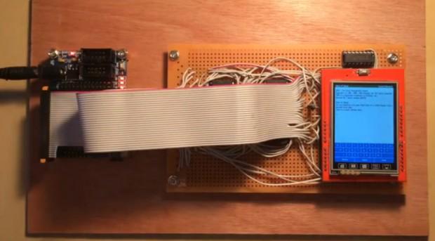 Der Aufbau für den Zork-Interpreter in Hardware (Charles Cole/Youtube)