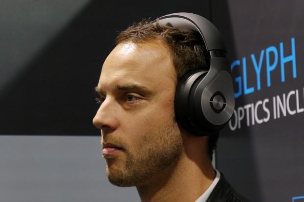 Das Glpyh als Kopfhörer ... (Bild: Marc Sauter/Golem.de)
