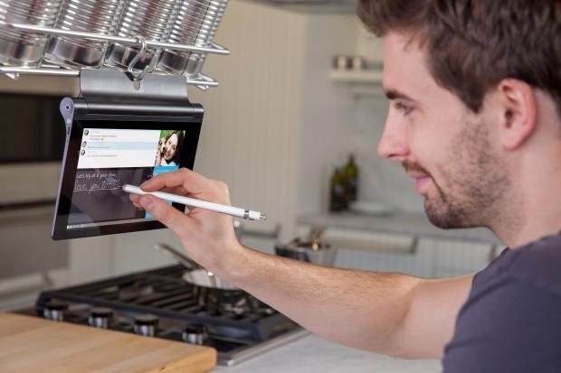 Yoga Tablet 2 mit 8-Zoll-Display und Anypen-Technik (Bild: Lenovo)