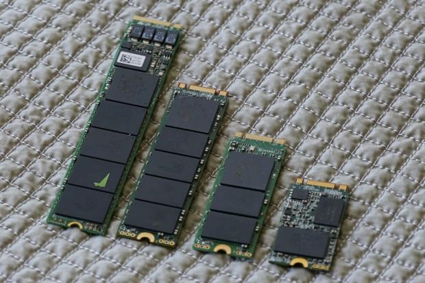 Plextors M7e mit 1 TByte im 22110-Format ganz links, dann eine 2280-, eine 2260- und eine 2242-SSD (Bild: Marc Sauter/Golem.de)