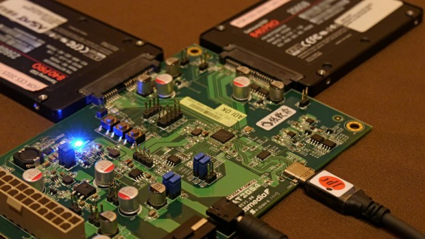 Zwei Samsung 840 Pro per USB 3.1 Stecker Typ C angeschlossen (Bild: Marc Sauter/Golem.de)