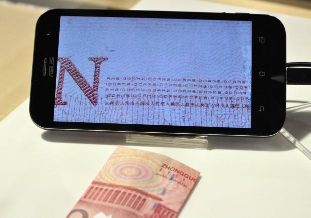Makroaufnahme auf Zenfone Zoom (Fotos: Nico Ernst)