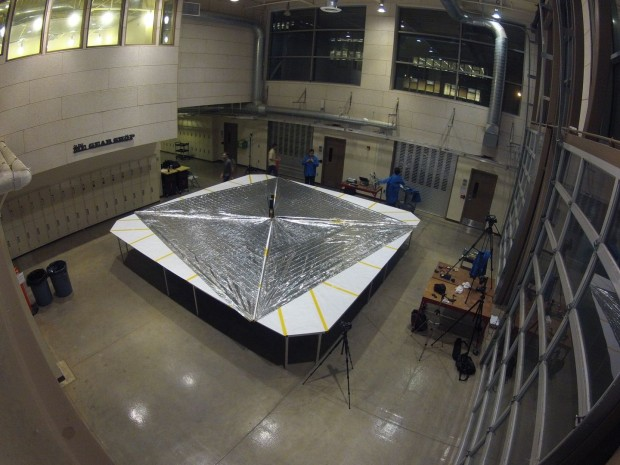 Das Segel von Lightsail: Es fängt den Schwung der Photonen auf. Es ist 32 Quadratmeter groß. (Foto: Planetary Society)
