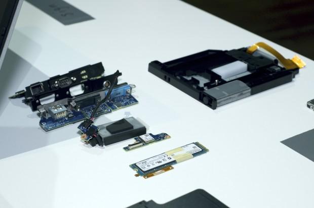 Verschiedene Schnittstellenoptionen. Für größere Kunden kann sogar der Laufwerksschacht verwendet werden (oben rechts mit integriertem USB-Dongle). (Foto: Andreas Sebayang/Golem.de)