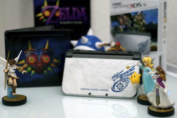 Ohne Vorbestellung: In einem Ladengeschäft haben wir sowohl die Monster-Hunter-Edition des New 3DS als auch das aktuelle Zelda-Spiel gefunden. (Foto: Andreas Sebayang/Golem.de)