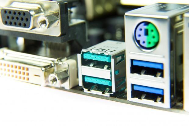 Die türkisfarbenen Anschlüsse sind USB 3.1. (Bild: Martin Wolf/Golem.de)