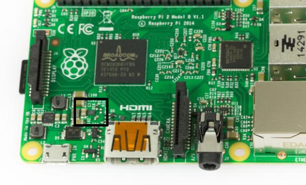 Der wahrscheinlich verantwortliche Chip befindet sich in der Nähe des USB-Stromanschlusses und der HDMI-Buchse (Bild: Martin Wolf/Golem.de)