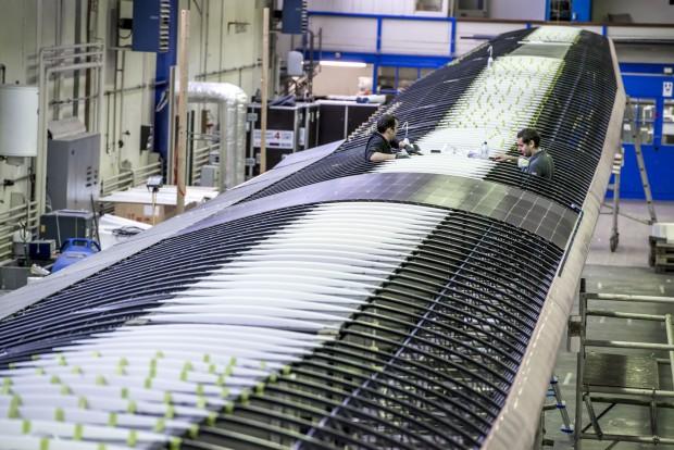 Tragflächen und Rumpf sind in Leichtbauweise aus Verbundwerkstoffen gebaut. (Foto: Revillard/Solar Impulse)