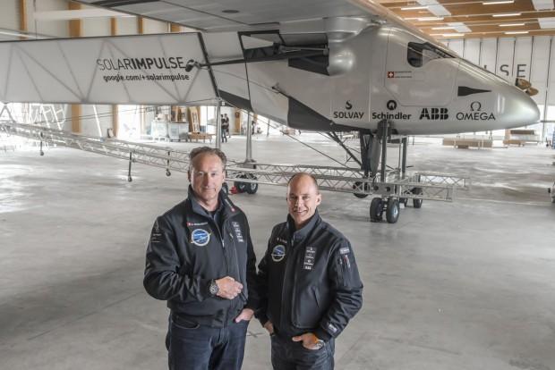Die beiden Piloten André Borschberg (links) und Bertrand Piccard werden sich beim Fliegen abwechseln. (Foto: Revillard/Solar Impulse)