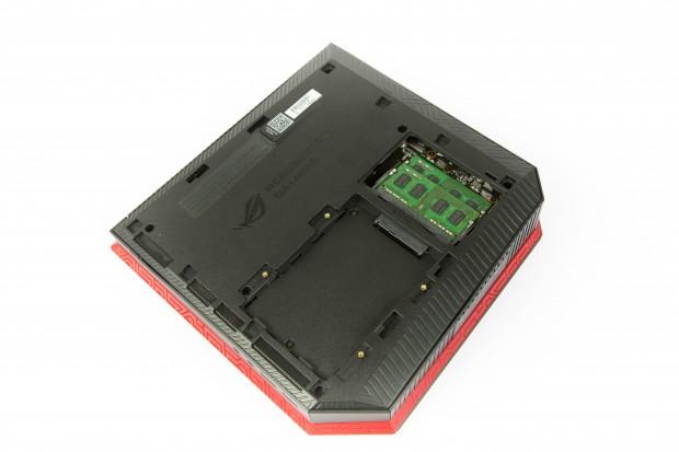 Der Schacht für die zweite Festplatte und der Arbeitsspeicher sind leicht zu erreichen. (Bild: Martin Wolf/Golem.de)