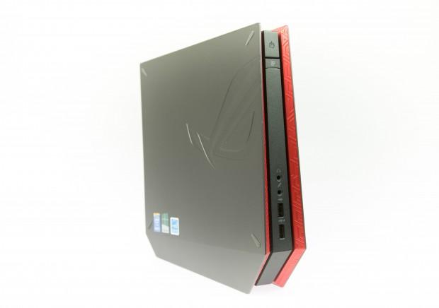 Der Mini-PC kann sowohl stehend... (Bild: Martin Wolf/Golem.de)