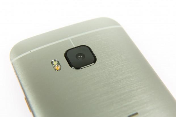 Auf der Rückseite hat HTC jetzt eine 20-Megapixel-Kamera eingebaut, die deutlich bessere Bilder macht. (Bild: Martin Wolf/Golem.de)