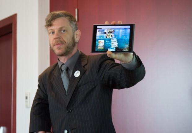 Jolla-COO Marc Dillon präsentiert das Jolla Tablet. (Bild: Martin Wolf/Golem.de)
