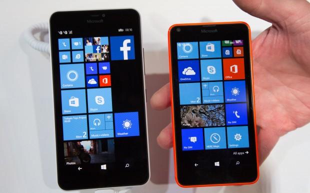 Das Lumia 640 XL und das Lumia 640 von Microsoft (Bild: Martin Wolf/Golem.de)