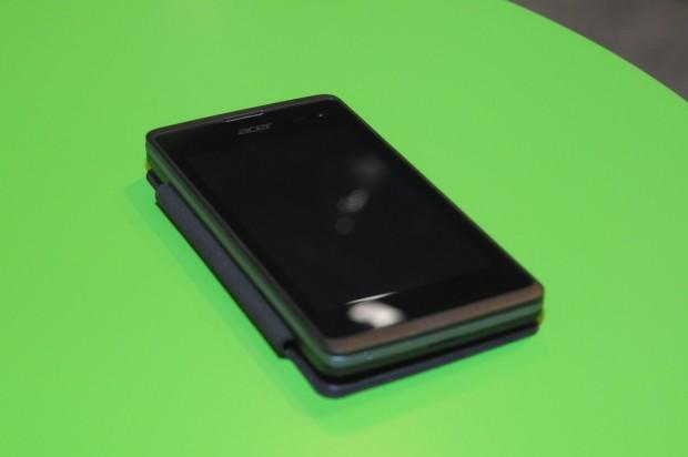 Acer zeigte sein neues Windows-Phone-Smartphone... (Foto: Andreas Sebayang/Golem.de)